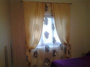 tenda tessuto rose con calate raso giallo