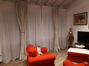 tende classiche con sottotende montate su doppio bastone in area living
