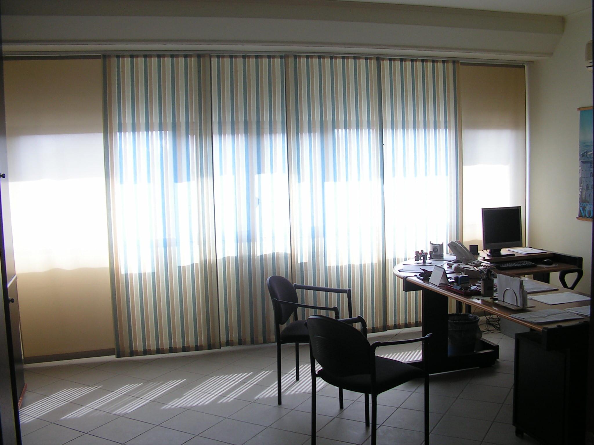 tende per ufficio a pannelli in tessuto ignifugo a righe verticali <b>RIF: TC448</b>