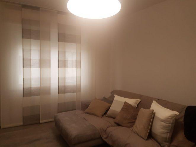 tende a pannelli moderne con fantasia a righe per sala