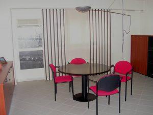 tende per ufficio a pannelli di grandi dimensioni in tessuto ignifugo