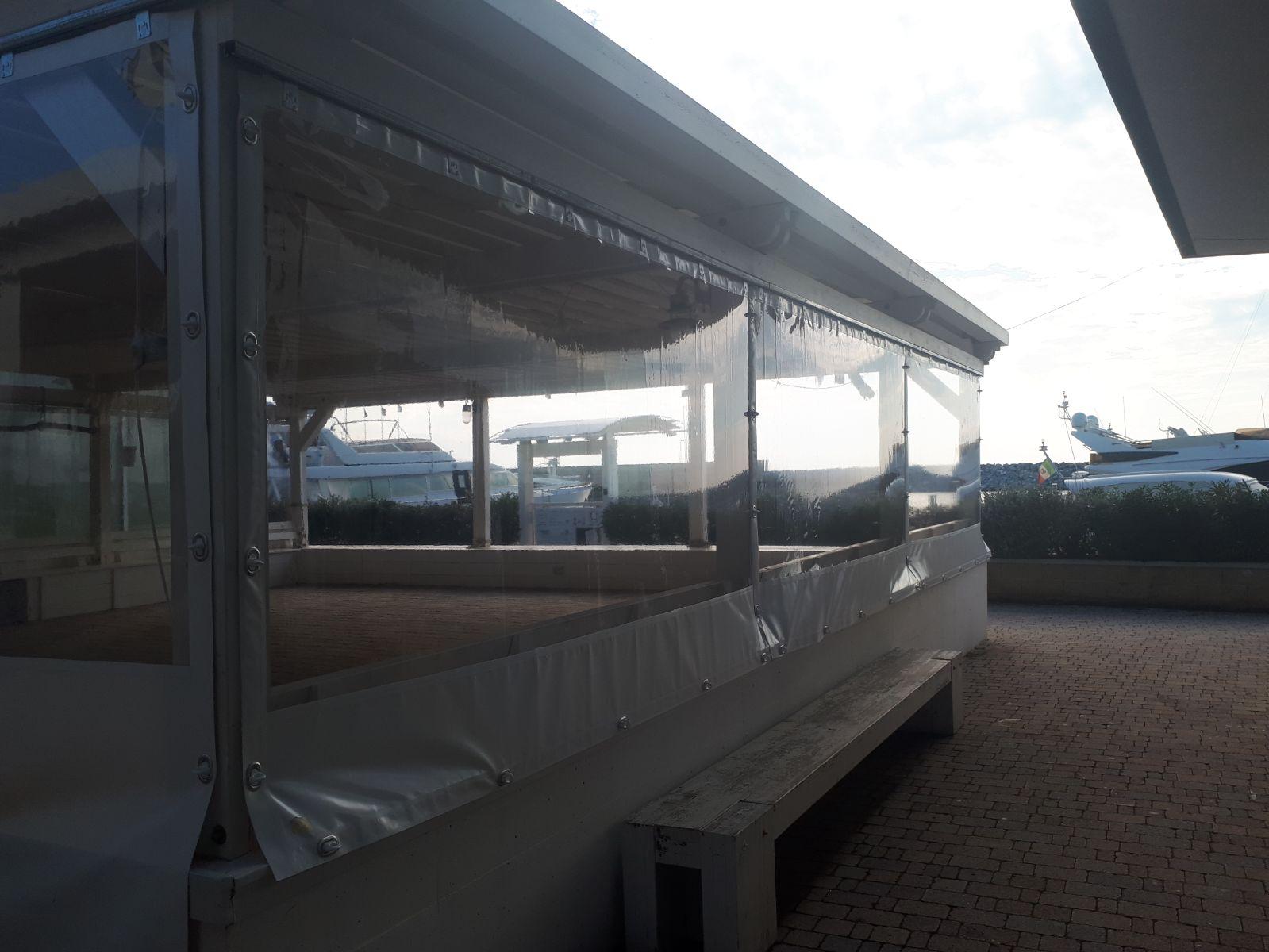 chiusure laterali con finestre cristal per struttura da esterni di un locale commerciale <b>RIF: SE107</b>