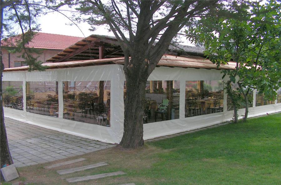 copertura esterno chiusure laterali con finestre cristall gani tende min
