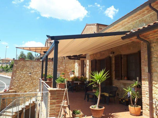 pergola addossata color antracite per terrazzo villa