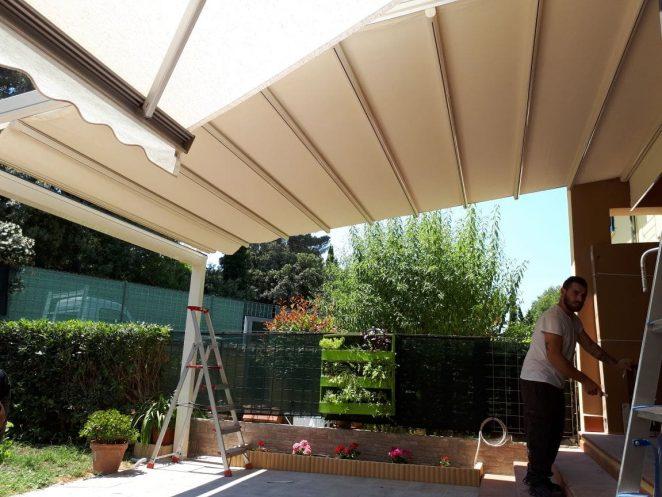 pergola addossata personalizzata per cortile interno villetta