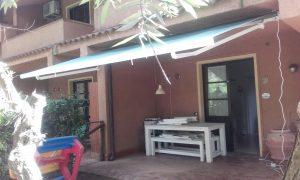 tenda a bracci su misura per cortile di villetta RIF: TS294