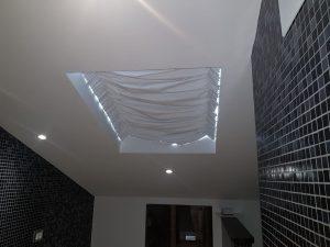 tende per lucernari su binari in tessuto oscurante blackout ignifugo colore bianco