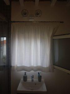 tende in cotone pesante su bastone in acciaio per bagno