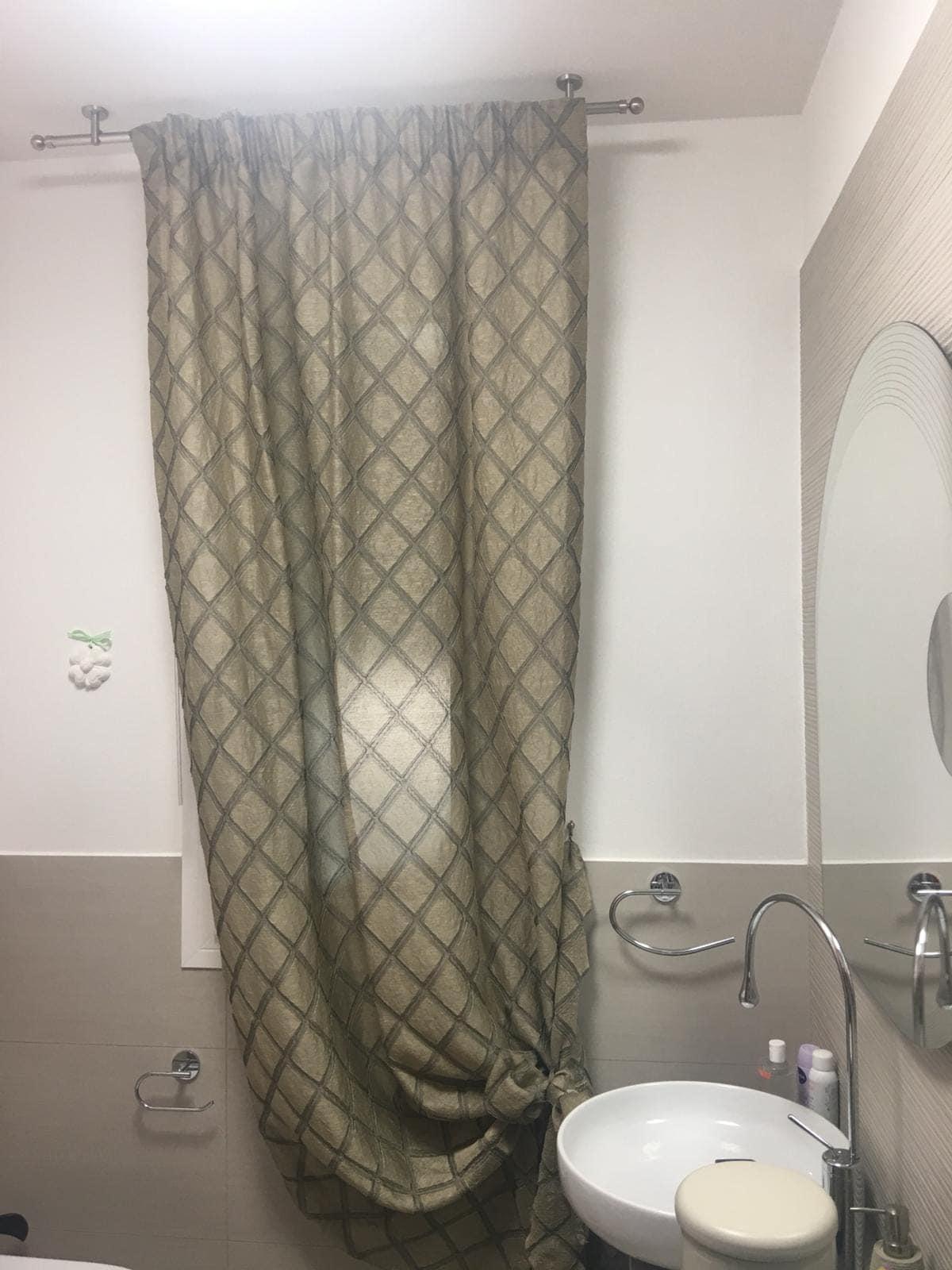 Tende per finestre del bagno i modelli pi pratici e belli gani for Modelli bagno moderno