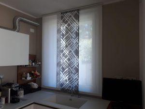 tende corte per cucina realizzate su misura nel vano finestra