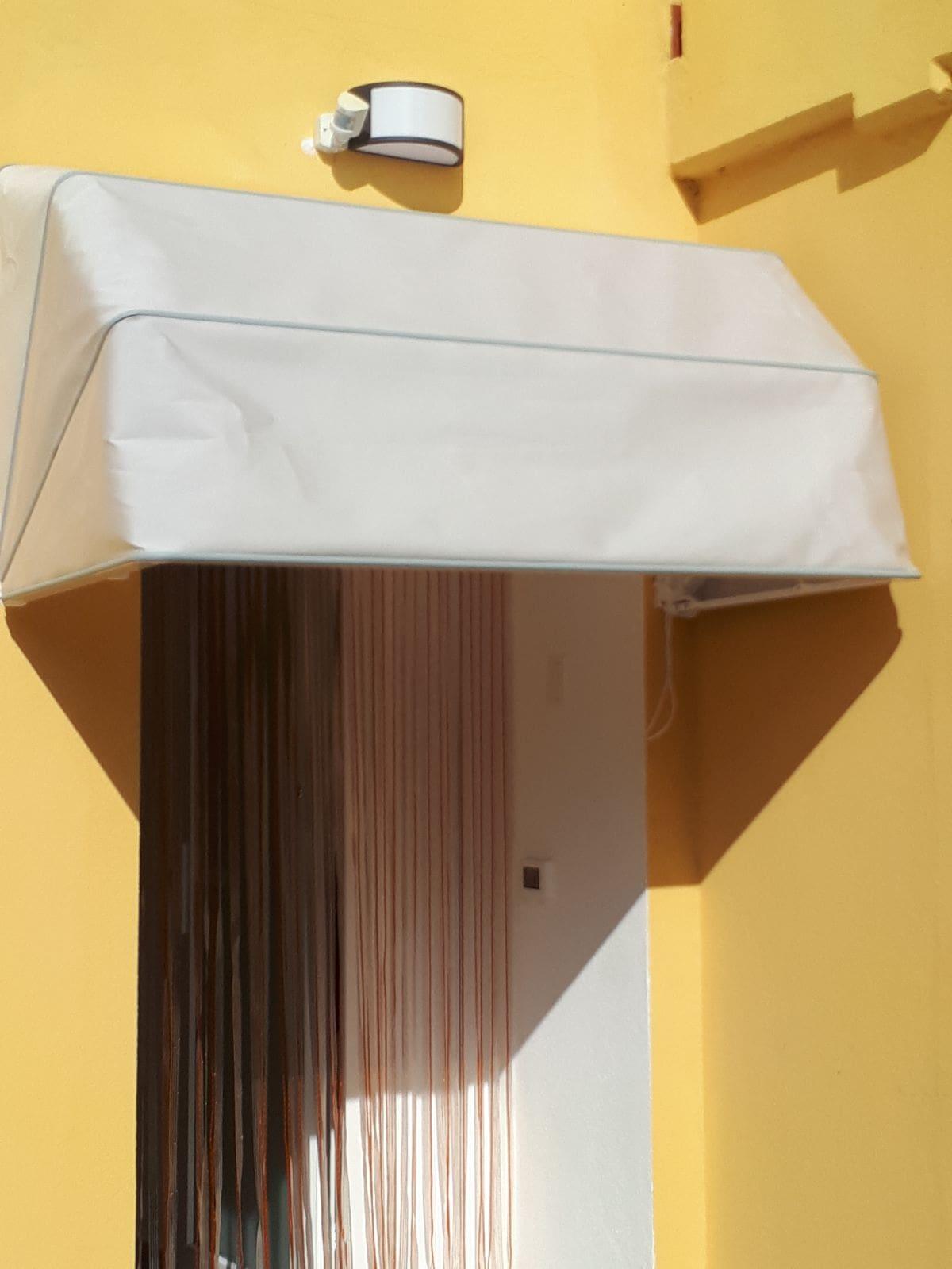 cappottina a tinta unita su misura per ingresso casa