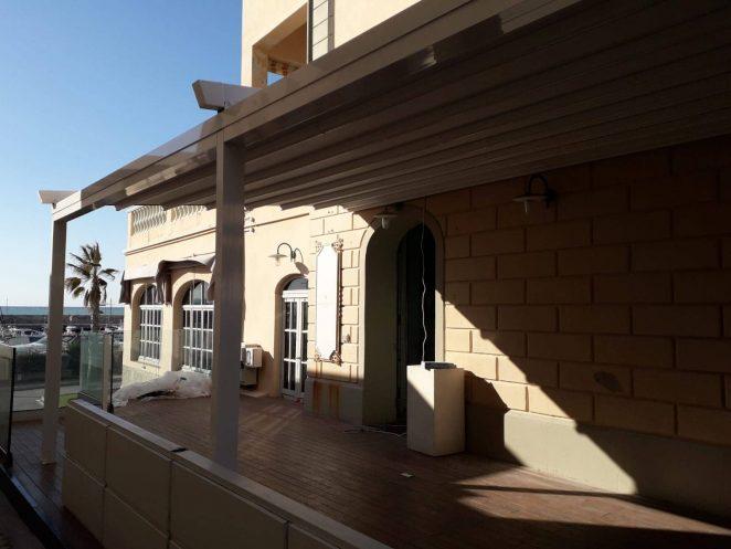 pergola personalizzata in alluminio gani per copertura spazi esterni ristorante a san vincenzo (provincia di livorno)