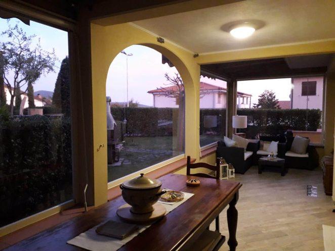 tende antivento e antipioggia in pvc cristal trasparente per chiusura veranda al piano terra