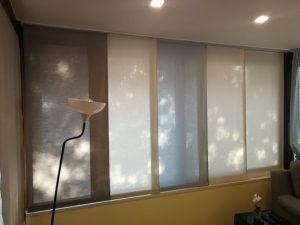 tende a pannelli corti in tessuto filtrante per proteggere privacy e schermare il calore